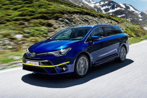 Toyot-Avensis-2016