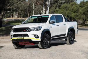 Toyota-Hilux-invincible-2017
