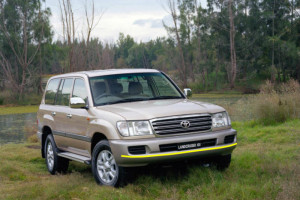 Toyota-Land--Cruiser-100
