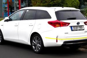 Toyota-auris-hybrid-sw