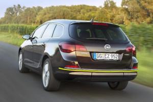 Opel-Astra-sport-tourer--2013
