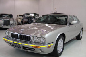 Jaguar-xj8-1999